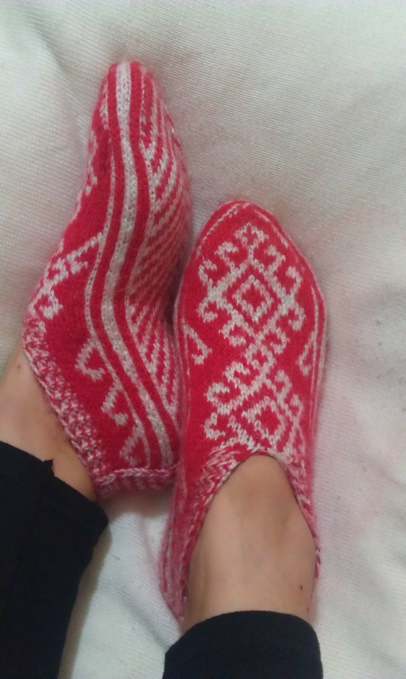 25% Off Sale - Hand Knitting Wool Home Slippers - Red - White