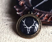Deer skull unisex necklace - Boho jewelry - Natural history - Free Worldwide Shipping - Gift under 25 USD