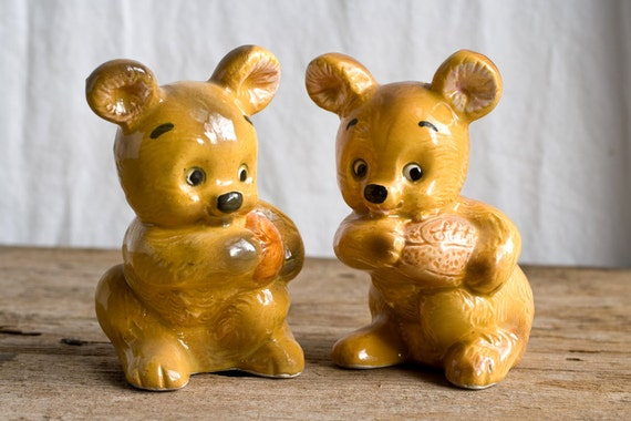 Vintage Salt and Pepper Shakers, Made in Japan, Porcelain Bear, Vintage Kitchen