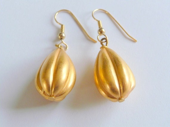Brushed Gold Fluted Earrings Vintage Costume Jewelry 1980s