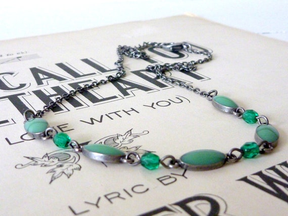 Vintage silver and jade necklace - delicate style in spring green