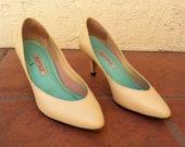Beautiful Cream Vintage Heels by Westies Size 7
