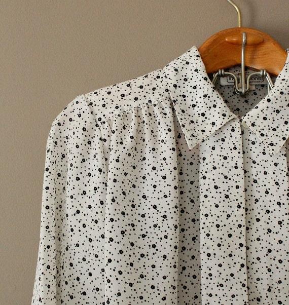 1980s Vintage Black White Print Long Sleeve Blouse Size M
