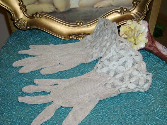 Vintage Beige/Cream Lace/Mesh Gloves With Flowered Cuff 1960's