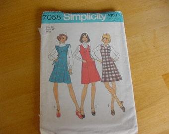 1970s Simplicity 7058 Jumper with 3 Necklines Pattern, Size 12 Bust 34, Vintage, UNCUT