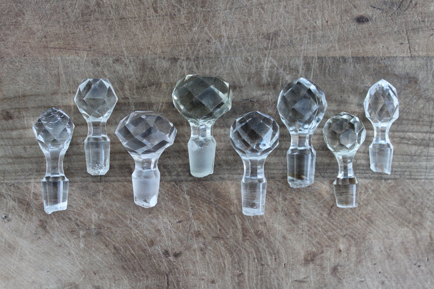 Set of 8 crystal faceted bottle decanter stopper for Wine cork replacement