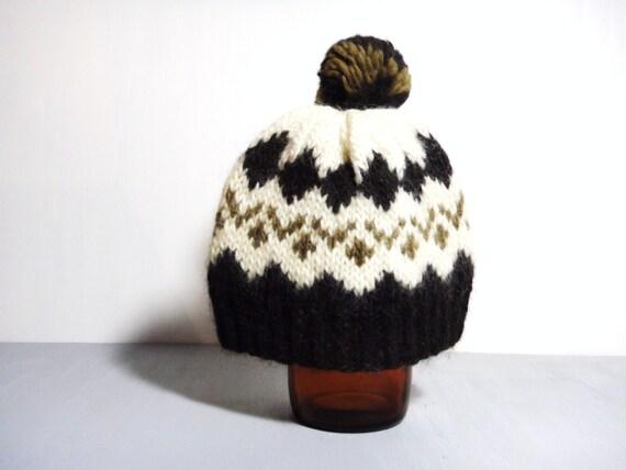 Vintage 1970s cosy handknitted icelandic wool hat