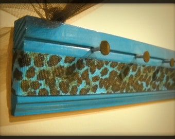 Blue leopard print jewelry holder, 18""