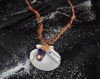 Shell Focal on Crocheted Wire 182