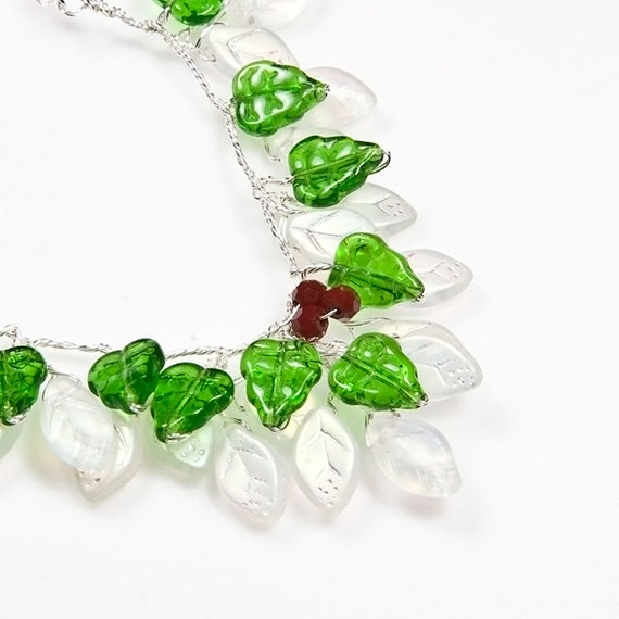 Green White Beaded Necklace, Christmas Necklace, Holiday Jewelry, Nature Jewelry