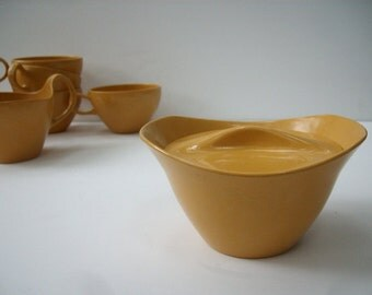 Mid Century Modern Oneida Melamine Coffee Cups Cream and Sugar Set