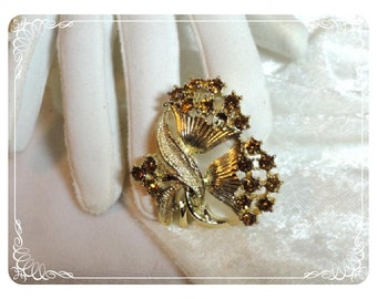 Floral Rhinestone Brooch - Unsigned Beauty  1057ag-012312000