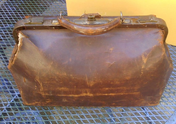 Antique Doctor's Bag / Leather Doctor Bag / 1920's