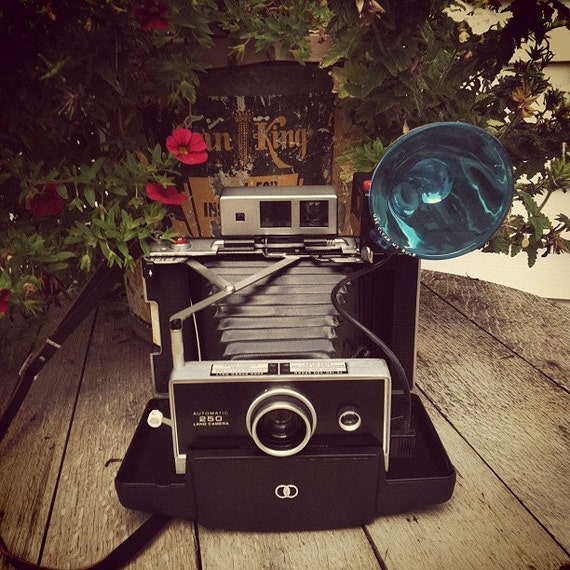 Vintage Polaroid Automatic 250 Land Camera with Flash and Case