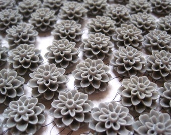 Resin Flower Cabochon, Slate Gray Resin Flower Cabochons, 12 pcs Resin Dahlia Mum 15mm