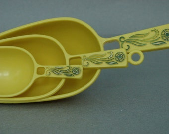 Vintage Yellow Plastic Scoop Set with Flower Decorated Handles