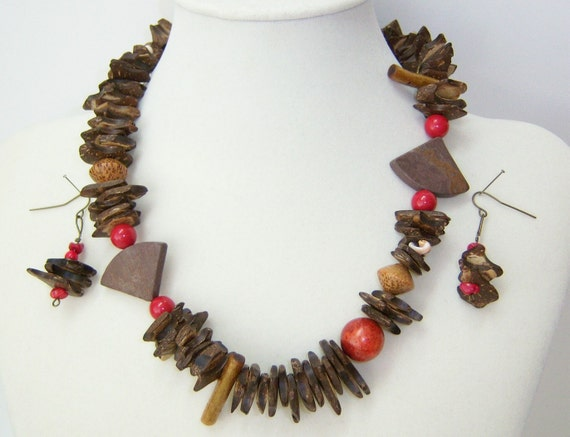 Coconut and Shell textured necklace and earrings.