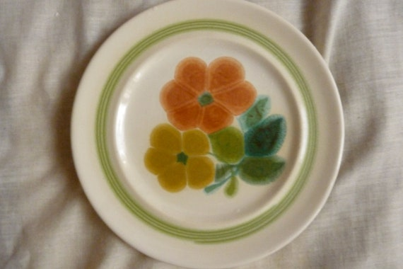"""6.5"""" diameter vintage 70's Franciscan """"Floral"""" Pattern hand decorated ceramic /bread/salad plate orange flowers, green ring and leaves"""
