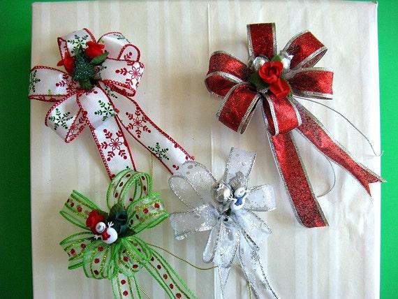 Set of four mini Christmas bows (C86)