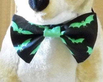 Halloween Bow Tie Pet Green Bats on Black  Halloween Pet Tie