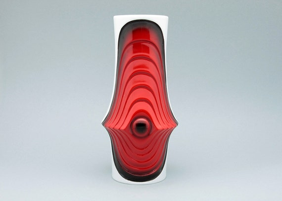 "White Op Art ""Swing"" series vase by Royal KPM (Bavaria, Germany)"