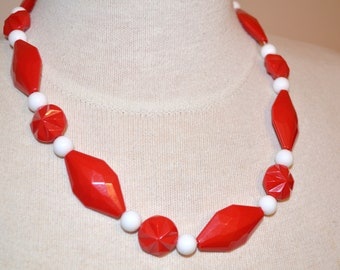 Red Necklace, Christmas Necklace, Red and White Necklace, Vintage Jewelry, Chunky Red and White Beaded Vintage Necklace