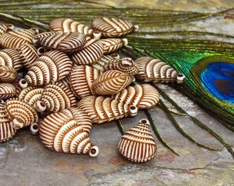 """Acrylic Shell Shaped Beads - 12 Beads - Double Sided """"Antique""""  Cream Tan Brown Puffed Shell Beads"""