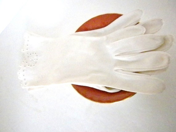 Vintage, Gloves in White, Made for The J.L. Hudson Company in Western Germany, part of the Hudson Motor Company