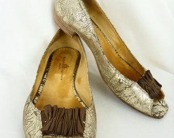 90s Italian crinkle gold peep-toe flat shoes/Michele Lopriore/ brown ruffle bow/ made in Milan: EU 40 US 9.5