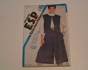 Vintage Simplicity Pattern 5651 Miss Pull on Culottes and Reversible Vest