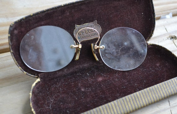 Beautiful Art deco 20s Edwardian / Victorian style gold filled pince nez eyeglasses / great steampunk costume piece