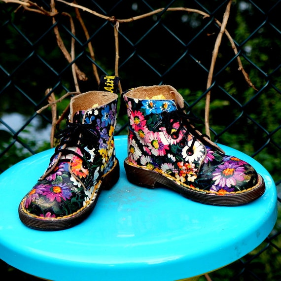 90s TODDLER Dr Martens Boots FLORAL Five (5) Eye Leather DOCS Flower Power - Made In England