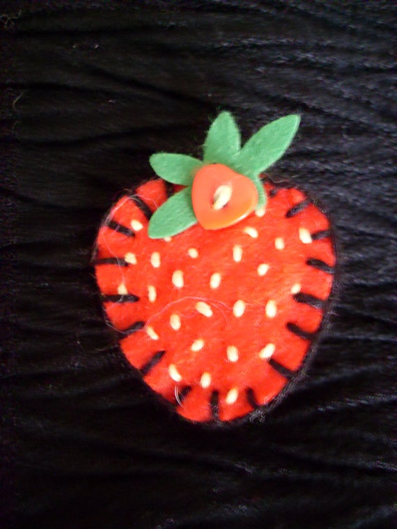 RESREVED FOR CHARLIE. Felt Red Strawberry brooch / pin  - suitable from 36 months / 3 years. Handmade