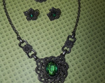 Downton Abbey  Free Shipping in the USA  Vintage Necklace, Bracelet and Screw on Earring Set  Christmas