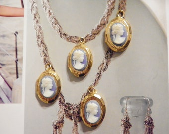 4 Vintage Goldplated 16x20mm Lockets with Blue Cameo
