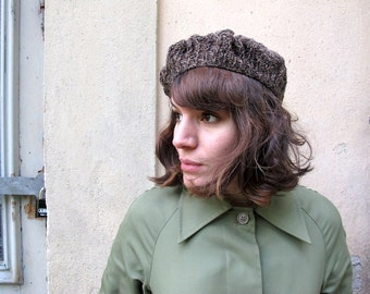 Brown hand knitted beret in organic wool. Knit beret, beret hat, wool beret, organic beret. Spring fashion.
