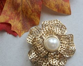 Vintage Scarf Clip--80s 90s Goldtone Filigree Mesh Design with Large Simulate Pearl Center