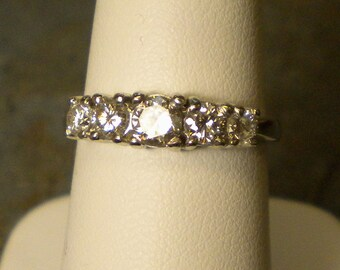 950 Platinum 5 Diamond Wedding Ring R144