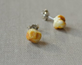 Casual genuine Baltic Amber earrings. For daily wearing