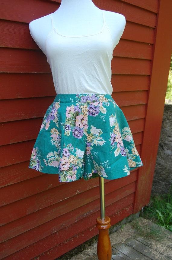 Vintage Women's Green Floral High Waist Shorts, Flat Pleats, Sz L