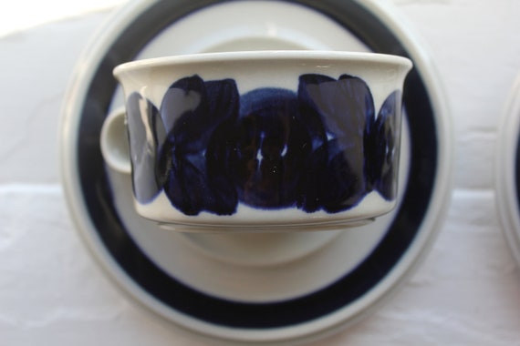 Anemone pattern tea cup with saucer by Arabia Finland
