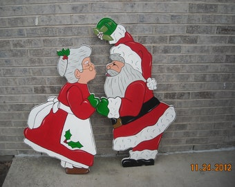 Christmas kiss under the mistletoe with santa and the mrs for Baby jesus lawn decoration