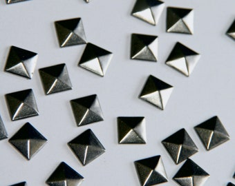 Flat Back Studs 100pc DIY Studs Gun Metal Flat Back Pyramid Studs - Iron On Hot Fix or Glue On Pyramids for iPhone Case 5mm 7mm 8mm OR 10mm