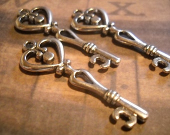 Skeleton Key Pendants Antiqued Silver Heart Keys Wedding Keys 10 pieces SAMPLE