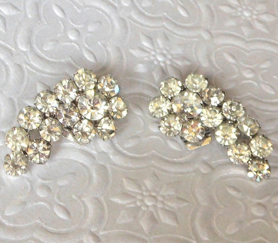 Vintage Gorgeous Silver Tone Crystal Clear Sparkling Rhinestone Earrings