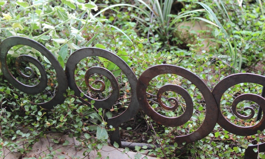 5 5 alternate spiral garden stake steel garden decor for Alternative garden edging
