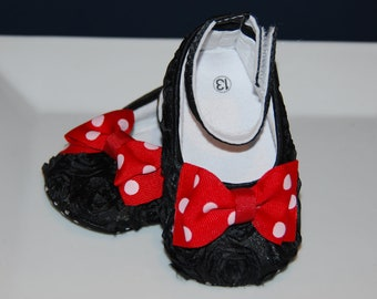 Black Rosette Crib Shoes / Minnie Mouse Inspired Crib Shoes / Rosette Crib Shoes / Sizes 6-9 & 9-12 months