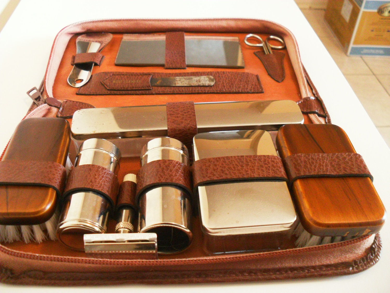 brown leather men 39 s travel grooming kit vintage by. Black Bedroom Furniture Sets. Home Design Ideas