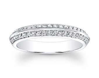 Ladies 18kt white gold antique wedding band with 0.25 carats G-VS2 diamonds