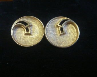 Vintage gold tone Emmons signed circular clip on earrings